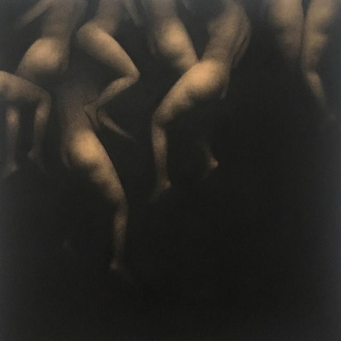 Envolée 2 - 50 x 50 cm - Fusain sur papier marouflé sur toile