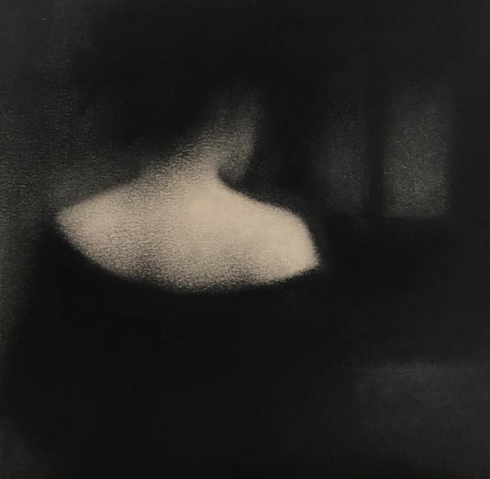 Marina Ho - Dos - 20 x 20 cm - Fusain sur papier marouflé sur bois - 2019