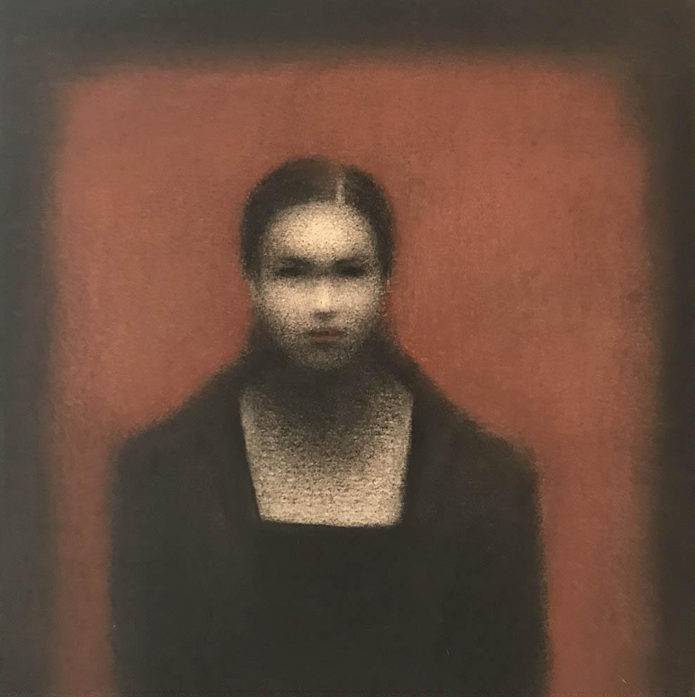 Marina Ho - Portrait fond rouge - 25 x 25 cm - Fusain et aquarelle sur papier marouflé sur bois