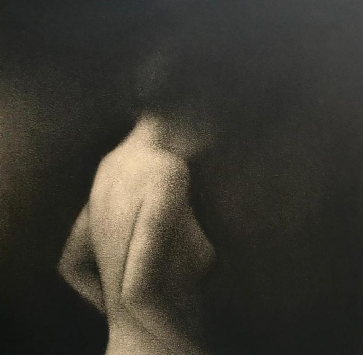 Marina Ho - En silence 2 - 20 x 20 cm - Fusain sur papier marouflé sur bosi