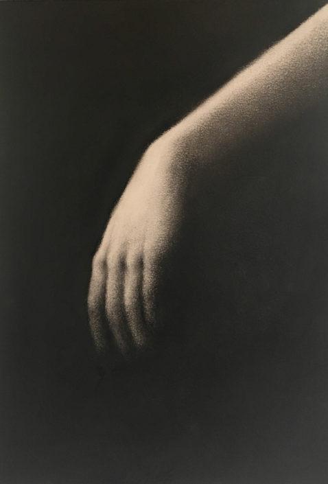 Marina Ho - main 1 - 30 x 20 cm - Fusain sur papier sur bois
