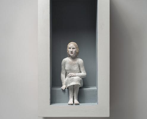 Agnès Baillon - Dans l'entrée - Boîte /h 56 cm et Figure/27 cm - Papier mâché